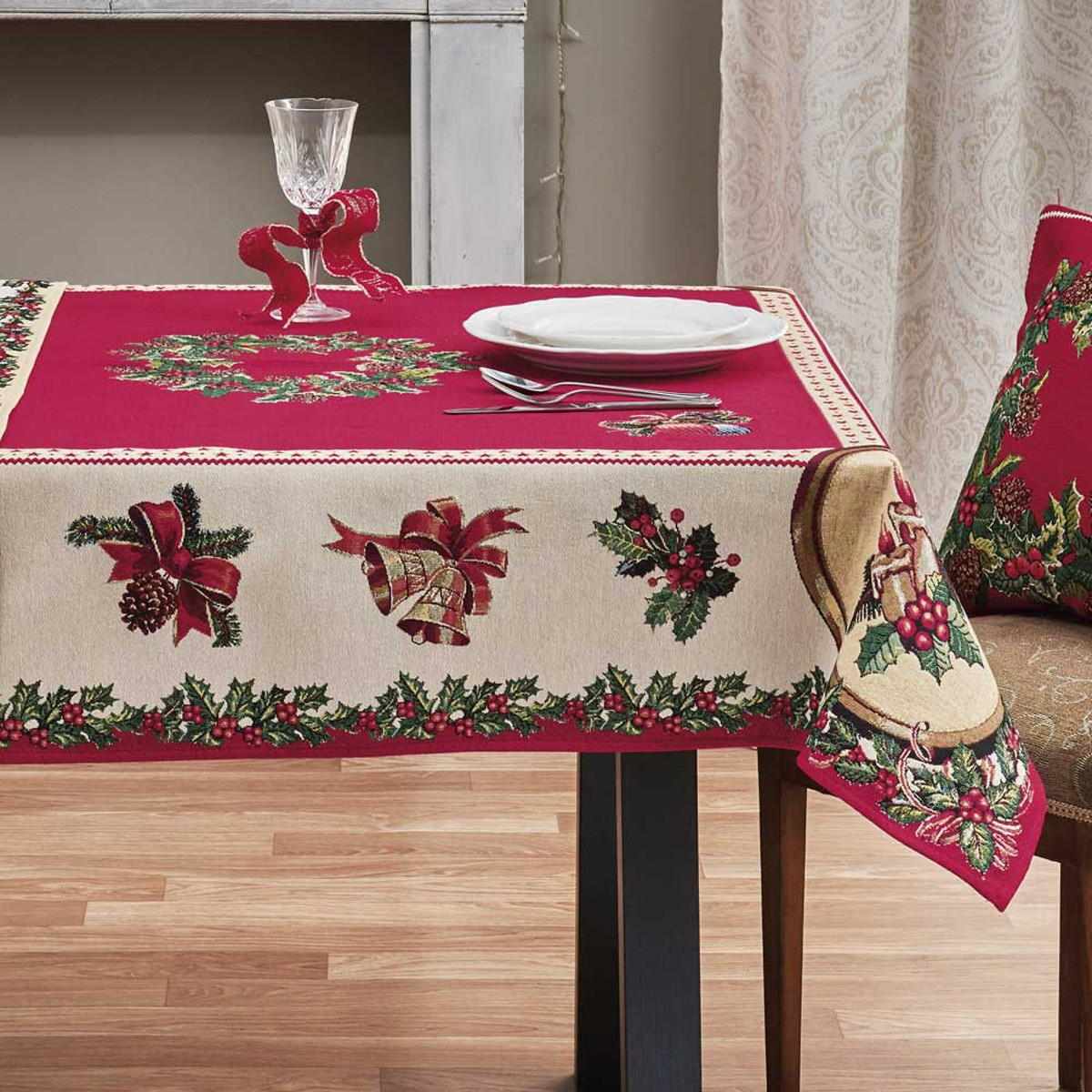 Χριστουγεννιάτικο Τραπεζομάντηλο (135×135) Kentia Made Holly 17
