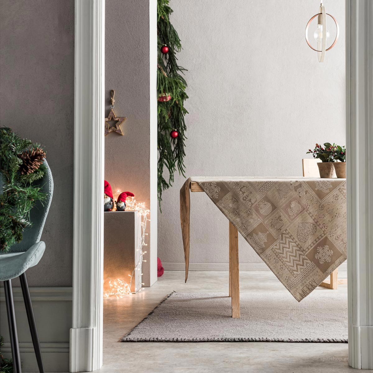 Χριστουγεννιάτικο Τραπεζομάντηλο (135×135) Gofis Home 594/04